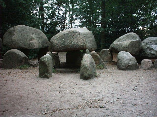 dolmeny w Borger, Holandia