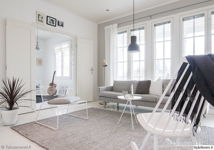 """Jäsenen """"Jenni_Talosanomat"""" olohuoneessa on rauhallinen tunnelma. #olohuone #styleroom #harmaa #inspiroivakoti"""
