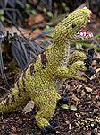Вязаный спицами динозавр