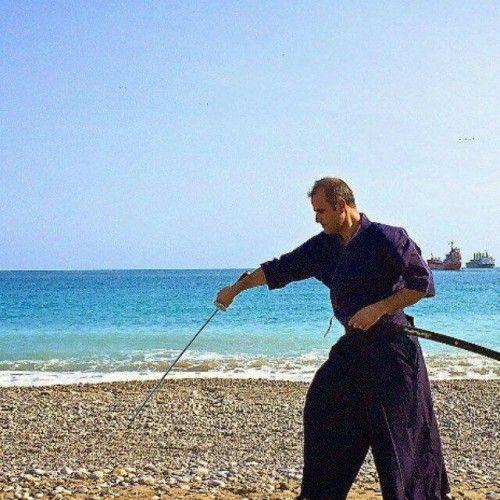 Kendo Kendo Dersleri Antalyada başladı. Her cumartesi Ve pazar Saat 19:30/21:00 Da 242 sportz botanikde Kendo, kılıç yolu (disiplini) anlamına gelir. 800 yıllık geleneksel Japon kılıç sanatı...