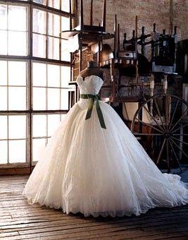 Classic Southern Belle: Vera Wang, Princesses Dresses, Wedding Dressses, Ball Gowns, Bride War, Chantilly Lace, Wedding Dresses, Dreams Dresses, The Dresses