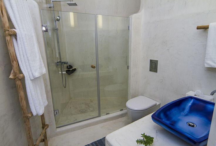 The Cliff Suite bathroom...
