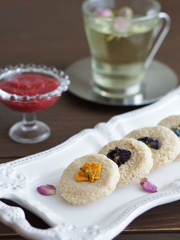 レモンクッキー 〜ラズベリーチアゼリージャムと共に〜  エッセンシャルオイルのレモンを使ったアロマロースイーツです。