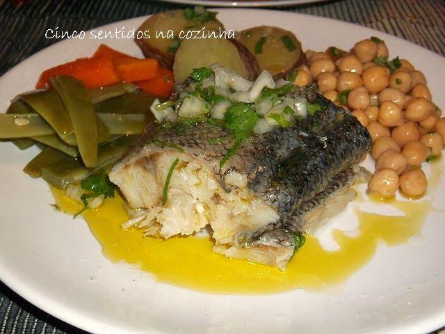 Cinco sentidos na cozinha: Bacalhau cozido com grão e legumes