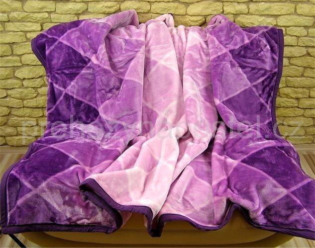 Deka s modernými odstíny fialové barvy s kostkovaným vzorem