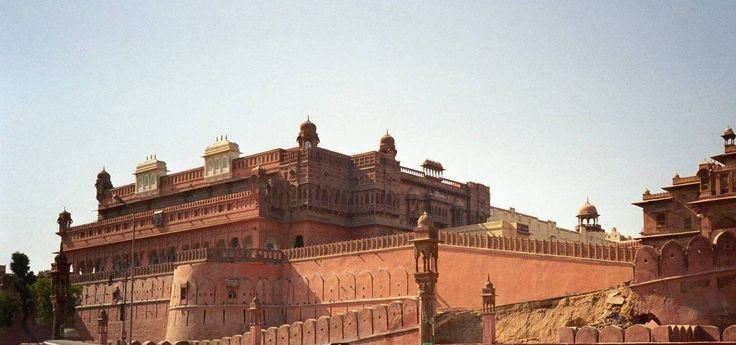Bikaner located in the northern part of Rajasthan, is a rustic desert town with golden sand dunes, majestic red stone forts, imposing palaces and camel safaris.