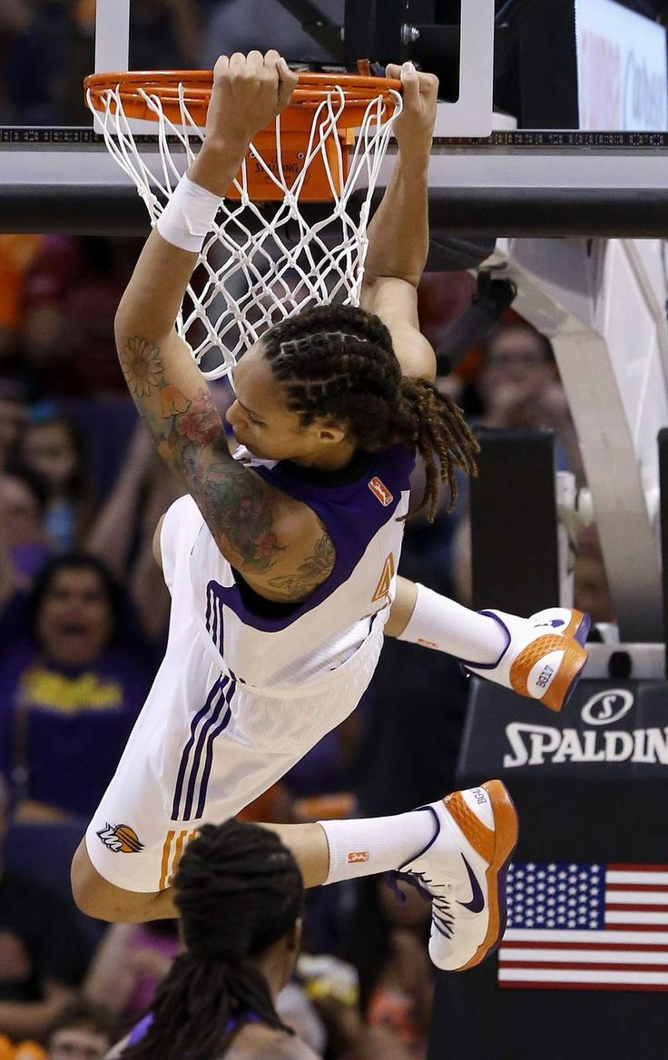 Brittney Griner! Dunking in her first WNBA game!