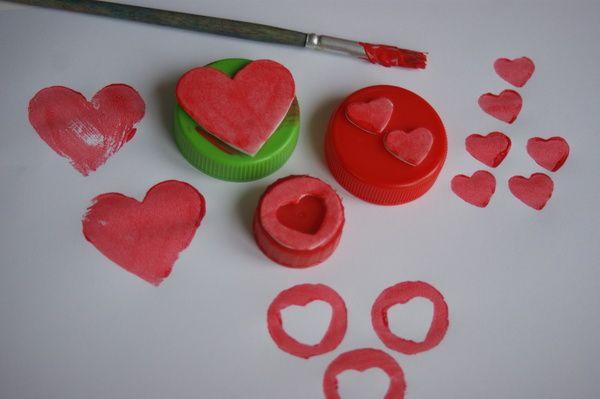 Pieczątki z recyklingu w kształcie serduszek- nakrętki i  pianka. Stamps recycled heart diy -shaped plastic caps and foam.