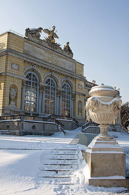 Schonbrunn Palace, Vienna in snow