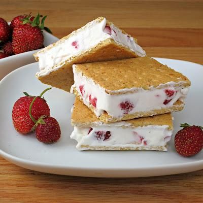 Easy-to-make strawberries and cream sandwiches, sign us up!  This recipe calls for 3 ingredients: graham crackers, strawberries and cool whip.