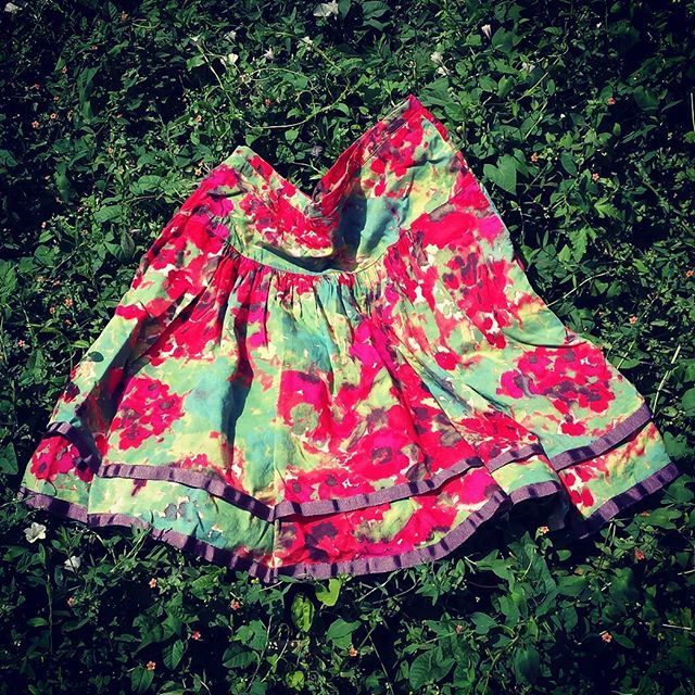 #sustainablychic #sustainablefashion #secondhandfashion #skirt #red #greenliving #reuse #fightfastfashion