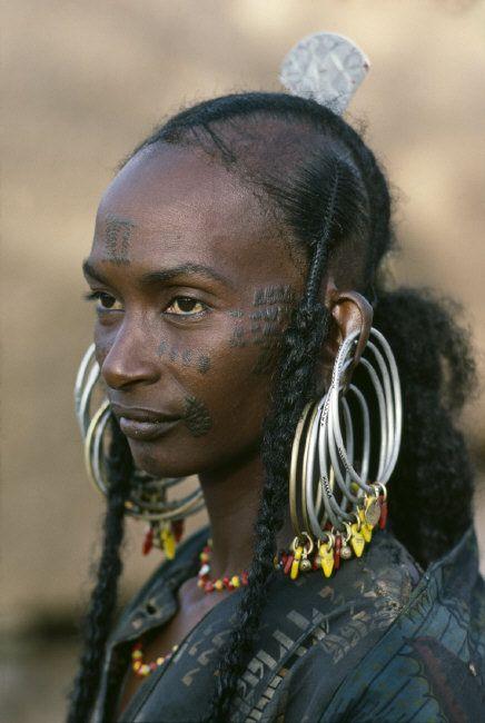 "Africa | Wodaabe woman.  Niger | © Steve McCurry, from his ""The Sahel Desert"" Album."