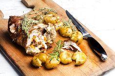 Αρνίσιο μπούτι γεμιστό με πατάτες φούρνου