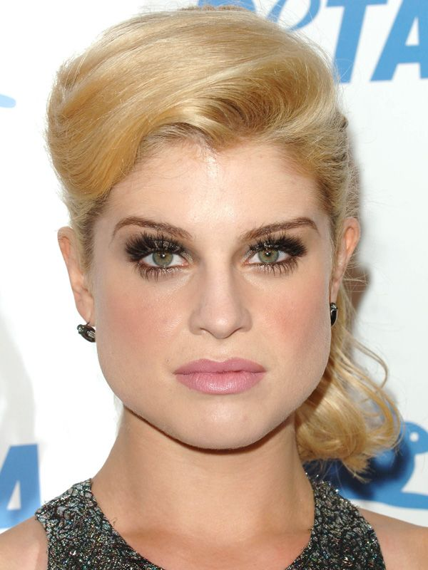 Kelly Osbourne architectural bangs: http://beautyeditor.ca/2014/06/26/best-bangs-for-pear-shaped-face/