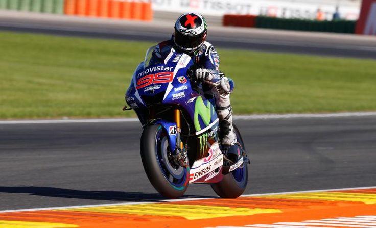 MotoGP | Valencia, qualifiche: lampo di Lorenzo, Rossi finisce a terra
