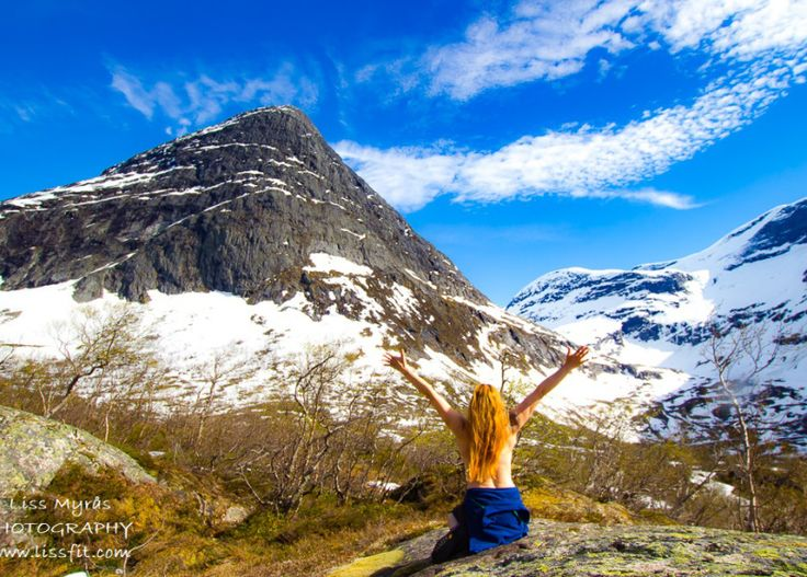 Erdalsetra – Vetledalseter hike and lodge – ©Liss Explore The Outdoors #Norway #Norwegen #travel #travelblogger #visitNorway #mountainpasture #seter #Stryn #Oppstryn #reise #hiking #trail #Jostedalsbreen #lodge #overnight #naturephotography #landscape #glacier #avalanche #getnaked #mountainpeak #snow #