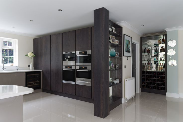 Stained oak and high gloss handless kitchen.