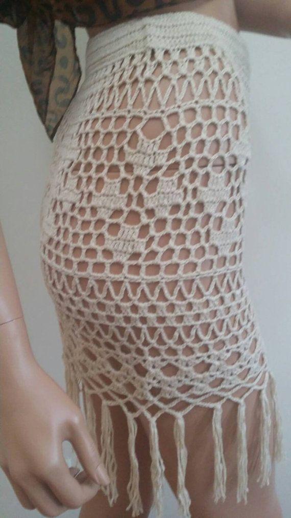 Listo para enviar. Falda de algodón, ideal para la playa para traje de baño cubre para arriba. Puede caber un M. Color es natural. Este artículo está disponible y puede ser enviado de inmediato. Tamaño del maniquí es: Busto 34 Cintura de 25 pulgadas Cadera 35 pulgadas Altura 60