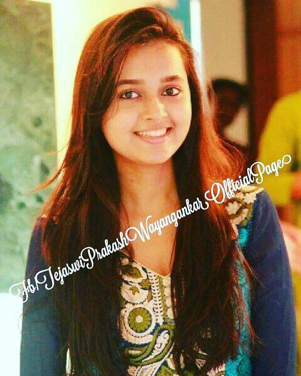 "tejaswi_prakash: ""#Goodevening #TejaswiPrakash #offscreen #collegetym #picofthedy #Ragini #SwaraginiRocks @tejaswiiiii @tejaswi_prakash """