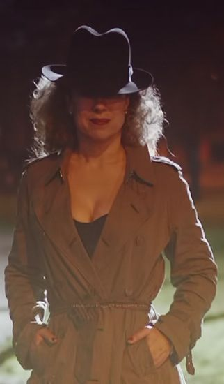Alex Kingston has to be one of, if not the sexiest woman on the planet. AND she's super smart. Beauty and brains. No wonder they cast her as River Song.