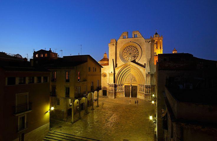 Tarragona Cathedral in the night. Catedral de Tarragona de nit. By Rafael López-Monné.