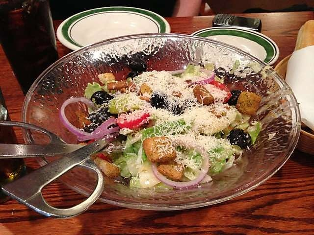 Copy Cat Olive Garden Salad with Italian Salad Dressing. Bagged salad ...