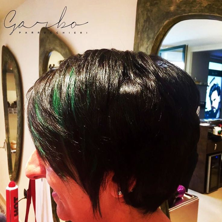 Saraaa  Come sempre Grandi cambiamenti ! DA BIONDA.. a Nera e Verde  GRANDEEEEE --- #garboparrucchieri #colorbar #colore #lucentezza #capelli #effettocolore #sfumatureneicapelli #nuovocolore #nuovo #moda #tendenza #colorazione #instahair #gropellocairoli #garlasco #vigevano #pavia #milano
