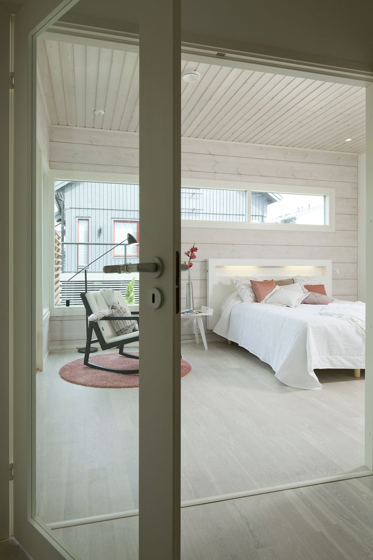 Doors with glass panels give the house an airy, spacious feel. Honka Kaarna.