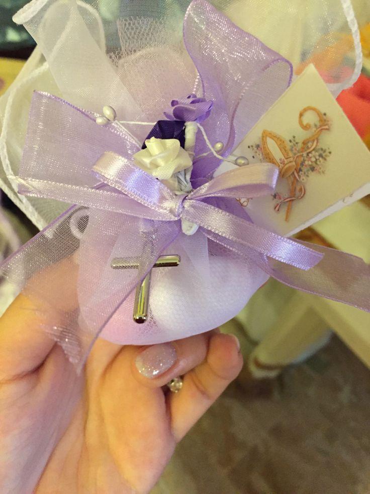 Confetti lila y blanco para confirmacion.