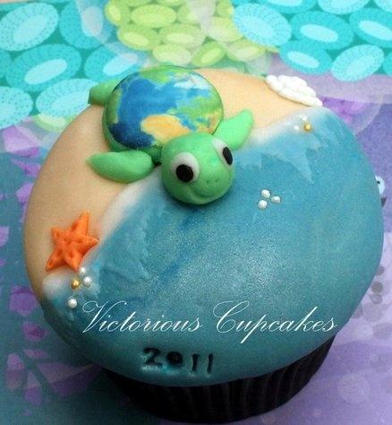 ..so stinking cute!!! Beach themed cupcakes
