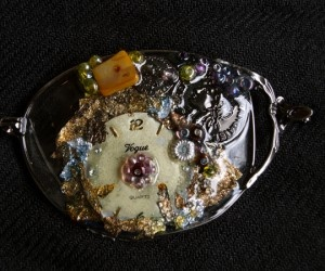 Brooches made of recycled eyeglasses