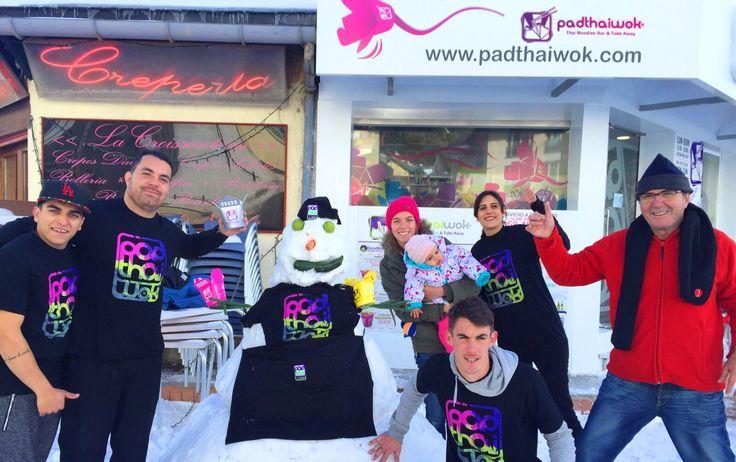 Así han celebrado nuestros #compañeros de #PadthaiwokSierraNevada la llegada de las primeras nieves en #Granada. En nuestra #web www.padthaiwok.com tienes la #ubicación de #PadThaiWok en #SierraNevada y también las 2 de Granada. Así puedes reponer fuerzas con tus #Noodles favoritos  Hay 8 #remontes abiertos y 11 #pistas esquiables (+info estación  http://sierranevada.es/).  #muñeconieve #celebrandoprimeranevada #Thaifood #IgersGranada #Granadafoodies #comerensierranevada #esquiar