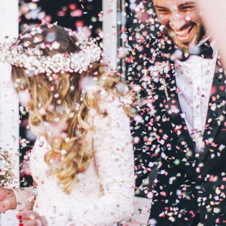 Eine Hochzeit kann ganz schön teuer werden. Für alle, die ein bisschen aufs Geld schauen wollen, kommen hier die besten Tipps, um günstig zu heiraten...