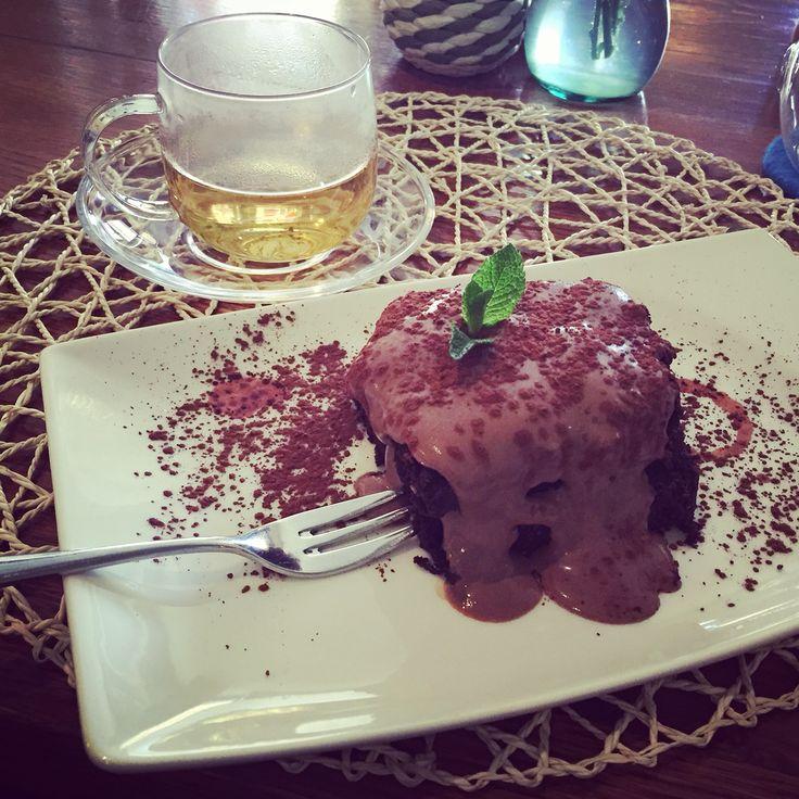В кафе ботаника SPB самый вкусный и полезный брауни без использования молока и яиц с соусом из тофу, фундука, какао, кленового сиропа и миндального молока. #healthy #healthyhop #nomilk #noeggs #tofu #dates #cacao #maplesyrup #hazelnut #browne #здоровье #безмолока #безяиц #тофу #финики #какао #кленовыйсироп #фундук #брауни #veg #vegetarian #вег #вегетарианство