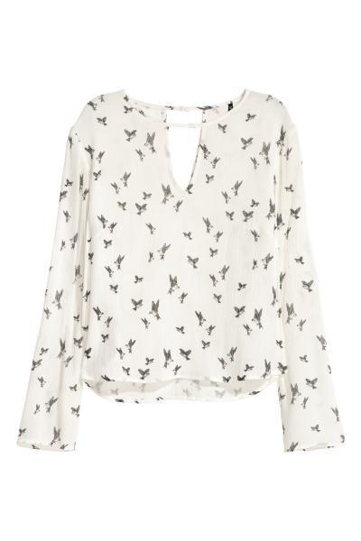 Blusa de manga larga: Blusa de manga larga en viscosa. Detalle abierto delante y detrás, botón en la nuca y bajo redondeado.