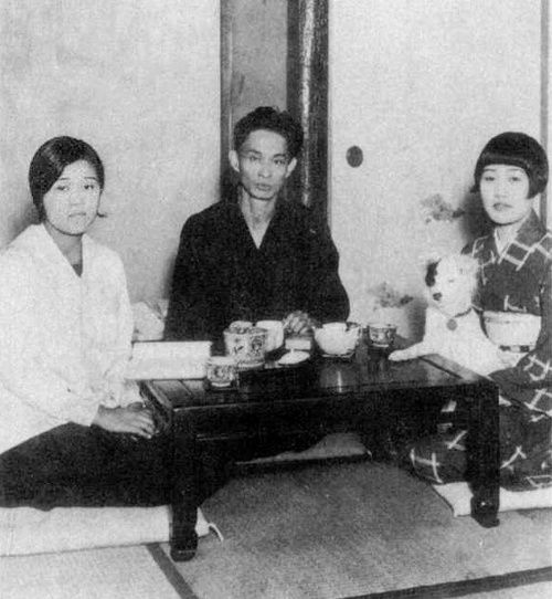 Kawabata Yasunari 川端 康成 (1899-1972) with his wife Hideko (秀子) to his left and her younger sister Kimiko (君子) to his right - 1930