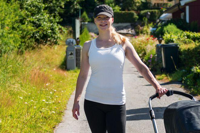 Att träna konditionsträning i form av powerwalks med barnvagnen är effektivt både för formen och ur tidsperspektiv. Raska promenader är skonsam träning för kroppen - vilket är extra bra efter graviditet och förlossning. Powerwalks stärker muskler och skelett, förbränner fett och förbättrar din kond