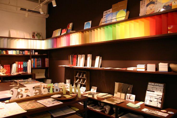 【紙とデザインの書斎mukku】大阪・堺筋本町 紙にこだわる紙モノ雑貨や紙製品を販売。 紙と印刷のショールームに併設。