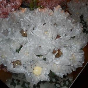 Forminha em formato de alcachofra confeccionada em cetim; da DFlor (www.dflor.com.br), por R$ 6 (a unidade). Disponibilidade e preço sujeitos a alterações. Pesquisa realizada em setembro de 2012