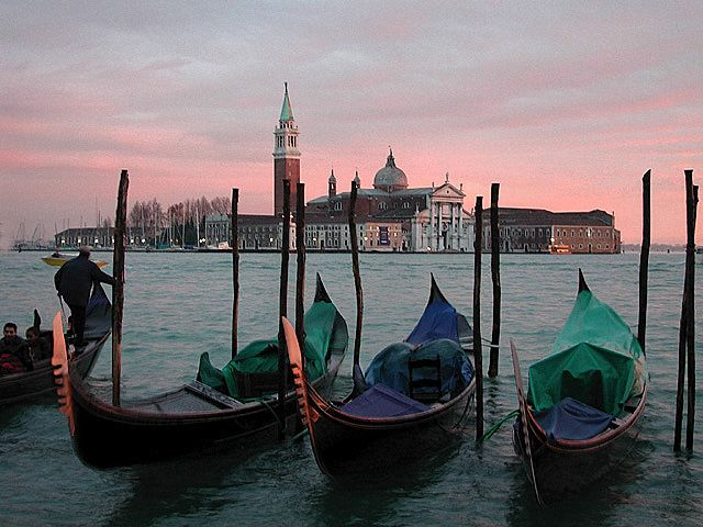 Google Image Result for http://www.guideoftravels.com/wp-content/uploads/2011/07/venice-gondola-canal.jpg