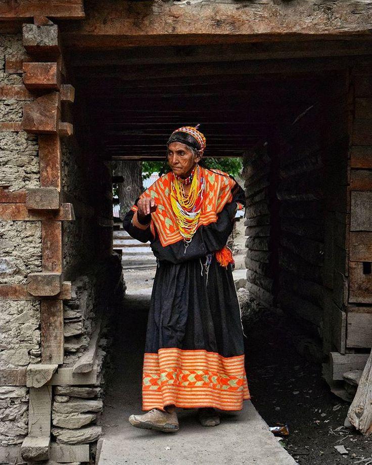 .  #dawndotcom #etribune #dawn_dot_com #etribunepk #facesofpakistan #streetphoto_bw #streetphotography #chilamjoshi  #chilumjoshifestival #peopleofpakistan #colorsofpakistan #traveldiaries #pakistan #instagood #portraits #creativepakistan #kalash #kalashlife #peopleofkalash #travelblogger #travelphotography #travelbeautifulpakistan #travel