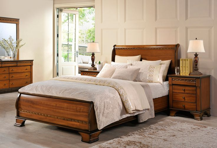 The Signature 4 Piece Queen Bedroom Suite is classically traditional style at its best. Its beautiful wood tones and elegant curved lines and design details create a welcoming atmosphere with a touch of regal class.