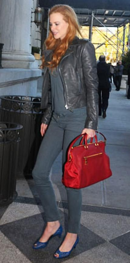 Look of the Day › November 22, 2009 WHAT SHE WORE Kidman emphasized her height in a monochromatic outfit including gray skinny jeans, a top and a leather jacket; she accessorized with blue kitten heels and a red satchel WHERE Arriving at her N.Y.C. hotel