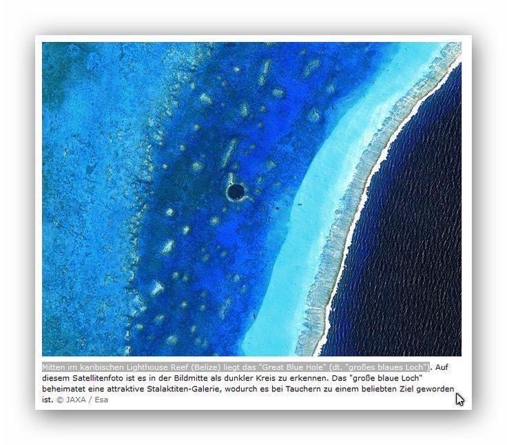 Mitten im karibischen Lighthouse Reef Belize liegt das Great Blue Hole dt. großes blaues Loch