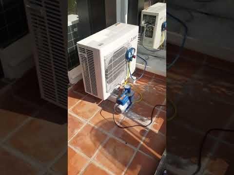 Tirage au vide avant mise en service de 3 climatiseurs MITSUBISHI ELECTRIC MSZ-SF sur unité extérieure MXZ-3E68. Avant entrée du fluide frigorigene dans l'installation. #roquebrune #chaleur #climatisation #clim #plomberie #plombier #chaud #canicule #famille #menton #monaco #frigoriste #froid #design #travail #travaux #climatiseur #rénovation #artisanat #artisan #mitsubishielectric #ratto #appartement #salon #chambre #bureau #villa #luxe