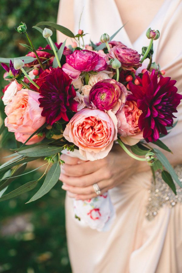 These 4 Tricks Will Help You DIY Your Wedding Bouquet http://www.womangettingmarried.com/how-to-diy-wedding-bouquet/