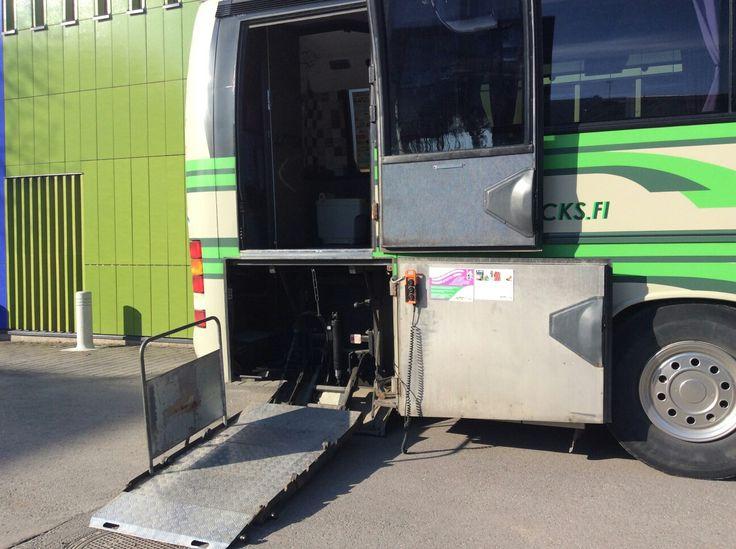 Matti-bussin pyörätuolihissillä bussiin pääsee helposti myös pyörätuolilla. :) #matrocks #easyway