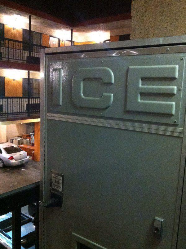 frosty fonts. LAX motel last week  via @JakeTilson