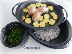 Sepia, patatas, huevos y judias al vapor. Todo listo para una deliciosa ensaladilla.