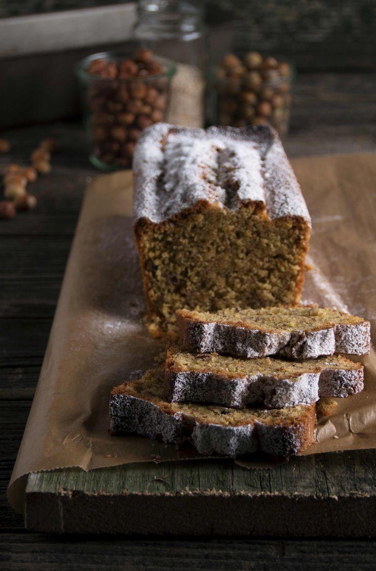 Saftiger Nusskuchen mit Haselnüssen und Mandeln auf teigliebe.com #nusskuchen